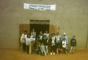 La délégation de la CEIM Francophone devant le bâtiment de l'église de la CEIM d'Antsirabe